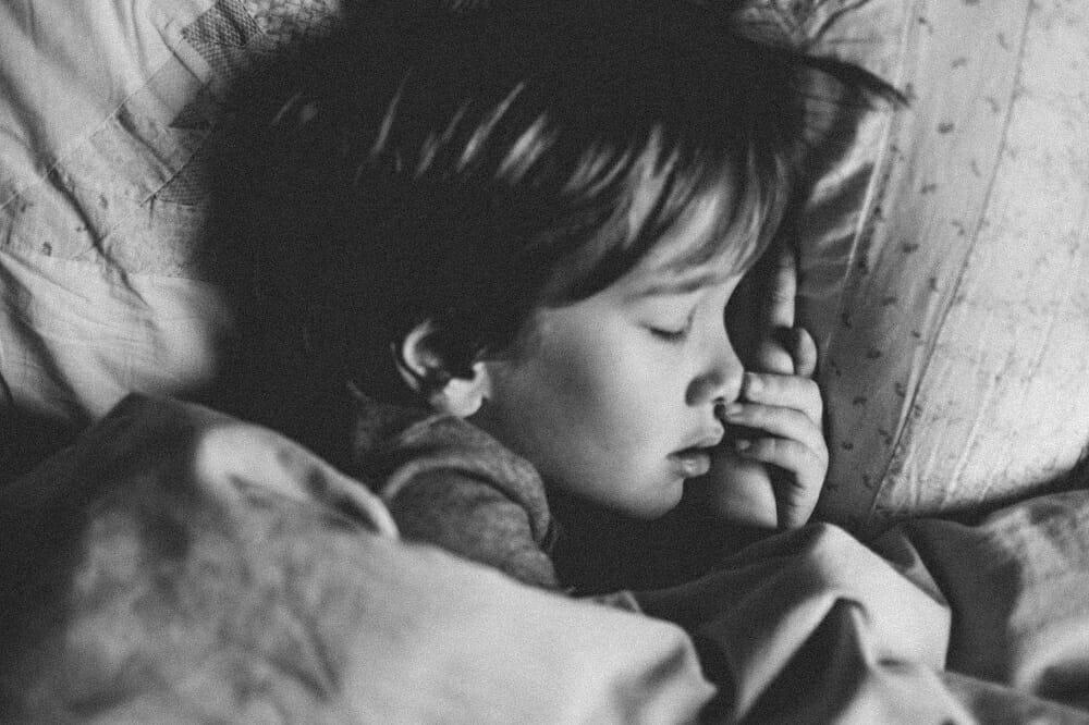 close de criança dormindo