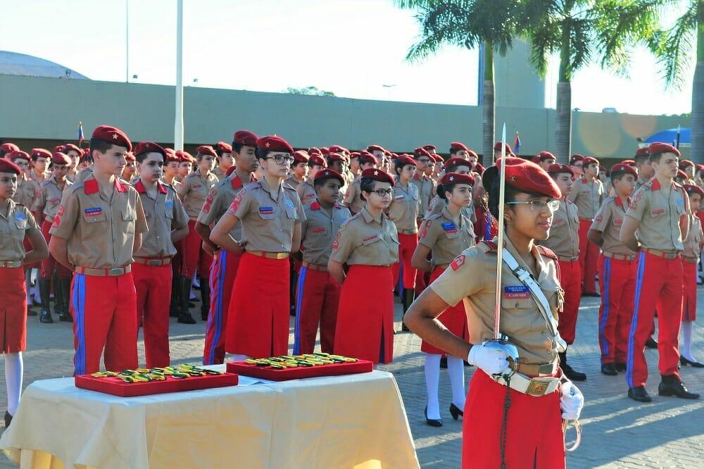 Desfile de alunos do Colégio Militar de Brasília