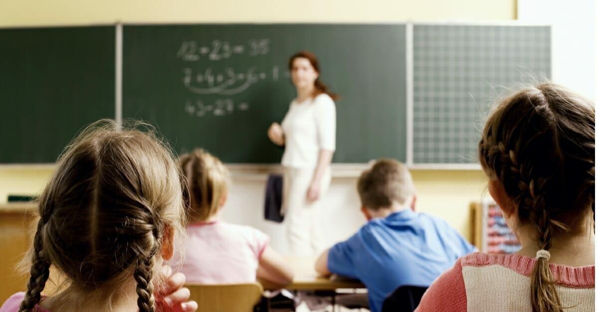 professora matematica aula criancas